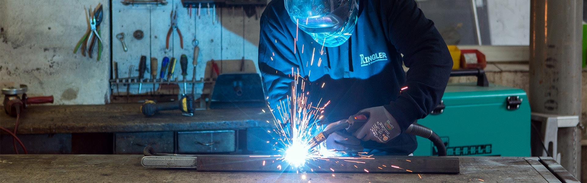 Schweißarbeiten bei Ringler Metallbau
