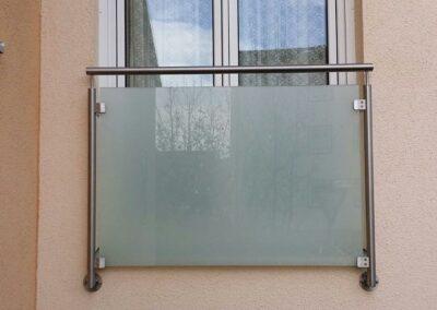 Französischer Balkon mit Glasscheibe