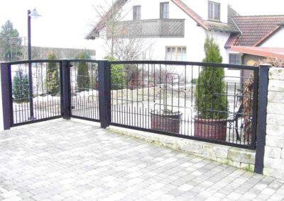 Zaun mit Hoftor