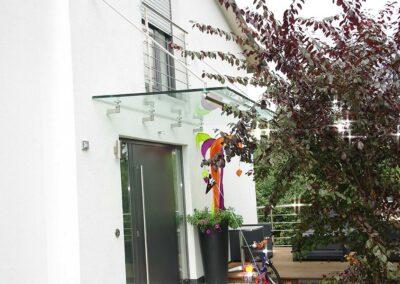 Modernes Vordach von Ringler Metallbau